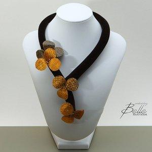 Halsketting met 3D bloemen in zalmleer